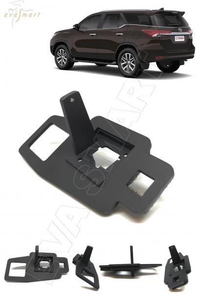 Toyota Fortuner II 2015 - н.в. омыватель камеры заднего вида
